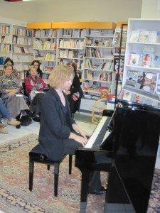 Beau succès pour le premier concert du salon Pouchkine dans Animations IMG_0308-e1330943488970-225x300